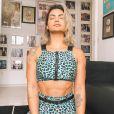 Kelly Key medita e faz atividades físicas em casa durante a quarentena