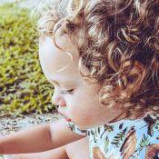 Mariana Bridi exibe filho, Valentim, brincando sozinho: 'Bolo de terra'. Foto!