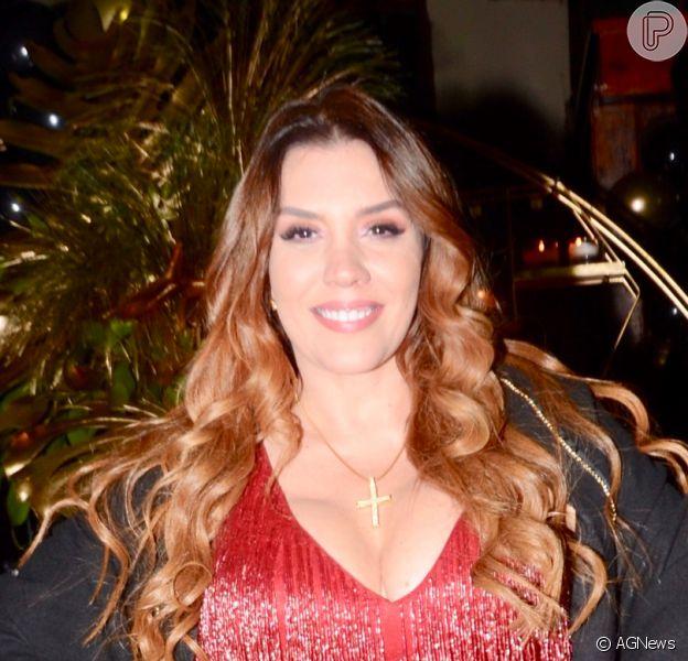 De biquíni, Simony colecionou elogios dos fãs: 'Maravilhosa'