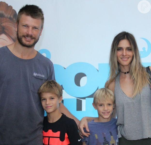 Rodrigo Hilbert reuniu a mulher, Fernanda Lima, e os filhos, João, Francisco e Maria, em foto para celebrar 40 anos