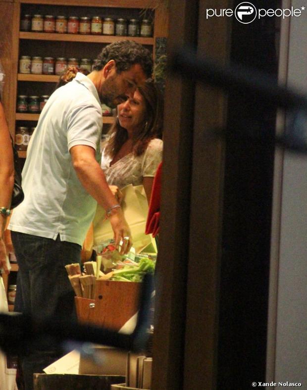 Marcos Palmeira é atencioso com os clientes de sua loja