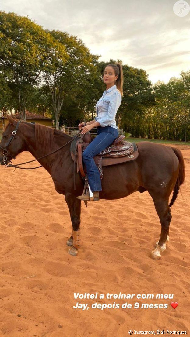 Biah Rodrigues volta a montar em cavalo após gravidez