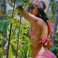 Bruna Marquezine chama atenção em fotos de biquíni e exibe corpo sequinho