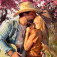 Biah Rodrigues beija o marido, Sorocaba, em foto