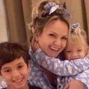 Eliana combina pijama e posa com filhos após encerrar isolamento por Covid-19
