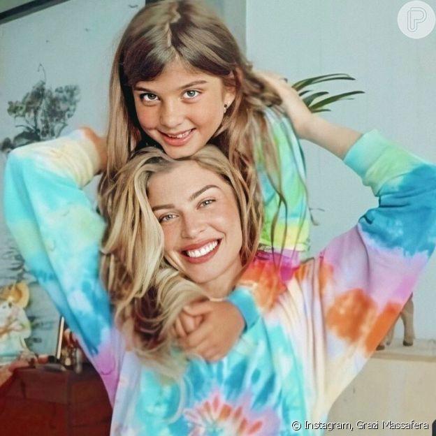 Grazi Massafera combina estampa de look com a filha, Sofia