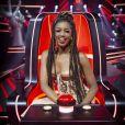 Iza ocupa a famosa cadeira de avaliação do 'The Voice Brasil'