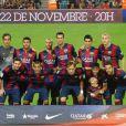 Davi Lucca, filho de Neymar, posa para foto com todo o time do Barcelona
