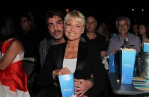 Xuxa leva namorado, Junno Andrade, para assistir show da dupla Victor e Leo