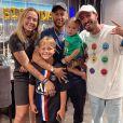 Neymar posou com o filho, Davi Lucca, Carol Dantas e Vinicius Martinez