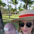 Ana Paula Siebert faz vídeo com a filha na praia