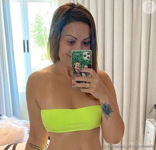 Solange Almeida usa biquíni neon e valoriza corpo em look moda praia
