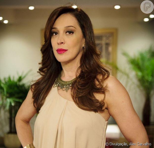 Lívia (Claudia Raia) tenta matar Raquel (Ana Beatriz Nogueira) do mesmo jeito que fez com Jéssica (Carolina Dieckmann), mas não conseguirá