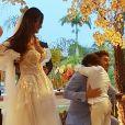 Filho de Carol Nakamura e Guilherme Leonel, Wallace, 10 anos, abraçou o pai no casamento do modelo e da atriz