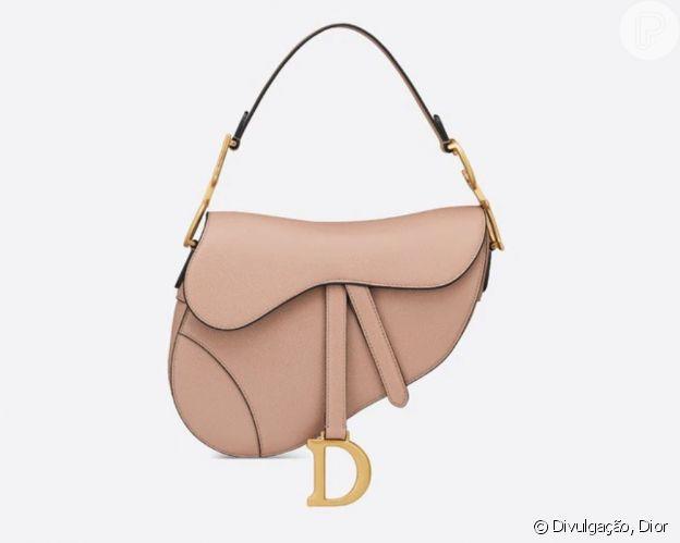 Camila Queiroz usa bolsa Saddle da Dior