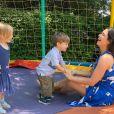 Thais Fersoza elogiou ainda a parceria que estabeleceu com os filhos, Melinda e Teodoro: 'P equenos gigantes, meus amores'