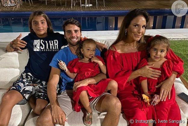 Ivete Sangalo posta foto com marido e filhos no Natal