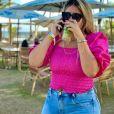 Marília Mendonça posa com drink nas férias e Murilo Huff faz comentário divertido. Confira!