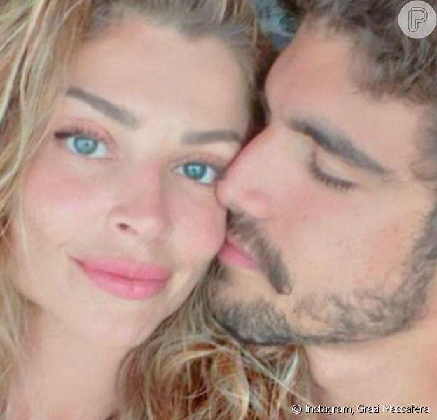 Caio Castro postou primeira foto beijando a namorada, Grazi Massafera
