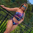 Zilu Godoi toma banho de sol para recuperar vitamina D