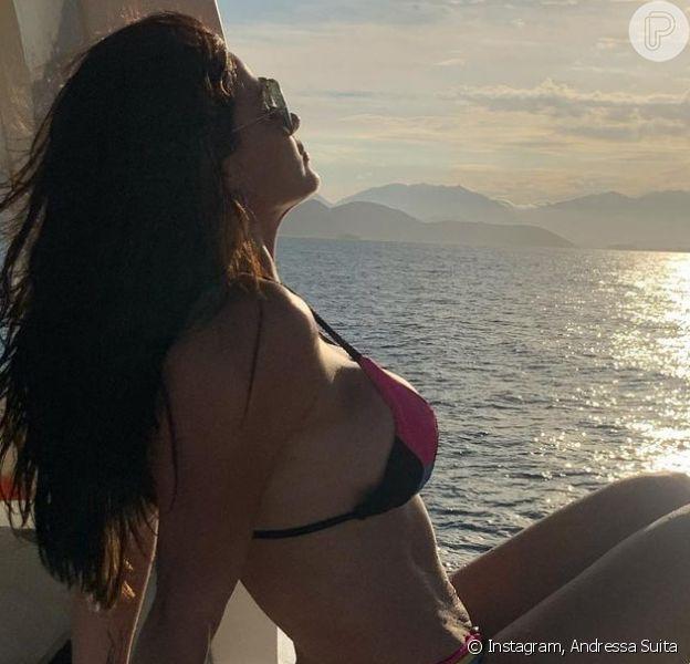 Andressa Suita posa de biquíni e Gusttavo Lima, tentando reconciliação, curte foto no Instagram