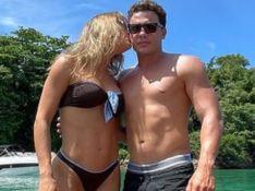 De biquíni, Thyane Dantas exibe corpo e beija Wesley Safadão em foto na piscina