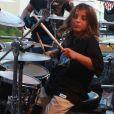 Marcelo adora tocar instrumentos nos shows de Ivete Sangalo