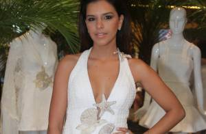 Mariana Rios aposta em look branco decotado para evento em São Paulo
