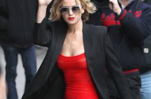 Jennifer Lawrence veste look sensual ao chegar em talk show dos EUA