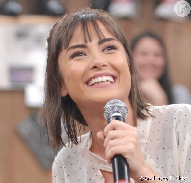 """Namorada de Maria Casadevall é percursionista que 'cura pessoas através do tambor', segundo informações do jornal """"Extra"""""""