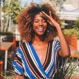 Com os fios mais claros, Camilla valorizou ainda mais o black power natural