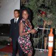 Zezeh Barbosa usa vestido florido em festa