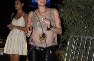Patrícia Pillar usa peruca azul em festa a fantasia de 'Lado a Lado'
