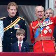 Morando nos Estados Unidos com Meghan Markle, Harry deve viajar de volta ao Reino Unido para ficar ao lado da avó, a rainha Elizabeth II, após morte do avô