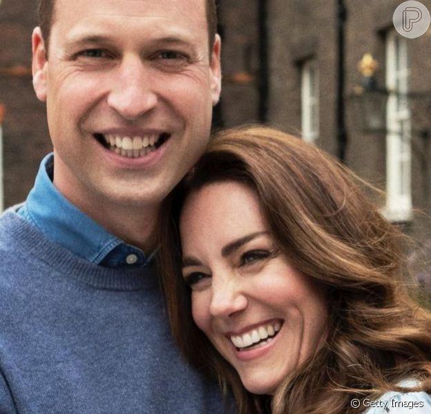 Vestido repetido e joias com temática floral: o look de Kate Middleton em bodas de casamento
