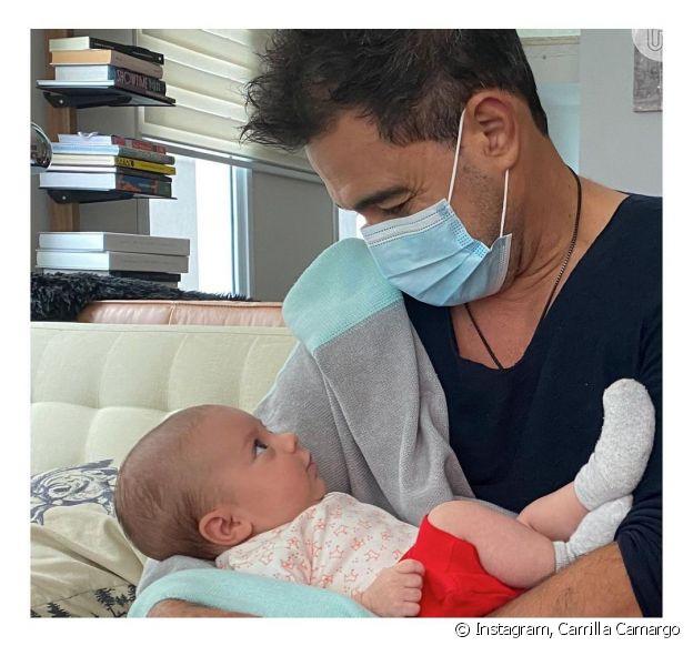 Zezé di Camargo pela neta no colo pela primeira vez e encanta web: 'É o amor'