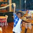Bless brinca com laço em festa de 10 meses de Zyan