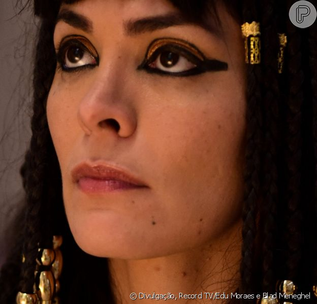 Novela 'Gênesis': Agar (Hylka Maria), grávida, escapa da morte ao ser salva pelo anjo Gabriel (Paulo Dalagnoli)