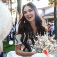 Penteado com cabelo solto é ótima opção para noivas e convidadas de um casamento