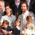 Matthew McConaughey é homenageado com estrela na Calçada da Fama, em Hollywood, e recebe prêmio ao lado da família, em 17 de novembro de 2014