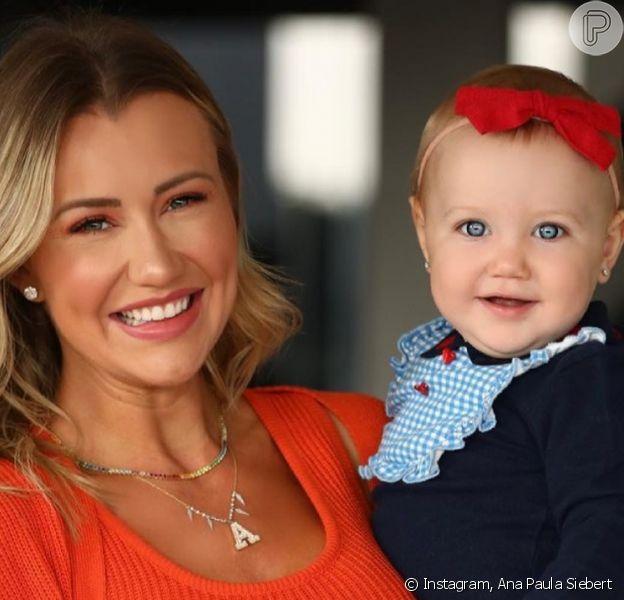 Filha de Ana Paula Siebert escolhe sapato da mãe e diverte modelo: 'Estou ferrada'. Vídeo!