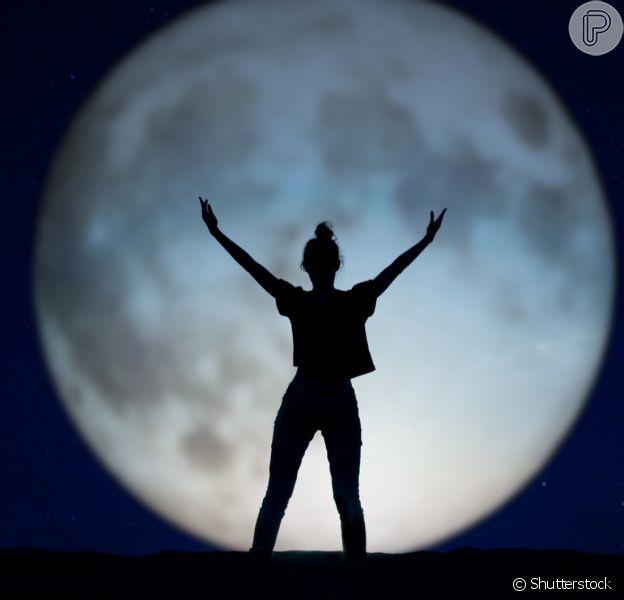 Como trazer a energia lunar para perto? O site WeMystic, em parceria com o Purepeople, te ajuda nessa busca!