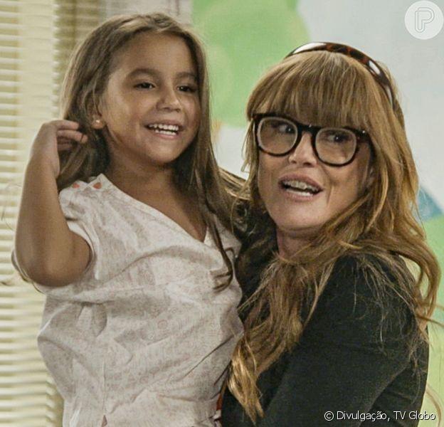 Deborah Secco conta reação da filha, Maria Flor, ao ver estreia na TV: 'Assistindo sem parar'