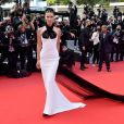 Bella Hadid usa vestido Jean Paul Gaultier vintage em tapete vermelho
