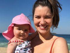 Nathalia Dill leva filha à praia e corpo de biquíni rouba a cena: 'Quebrando padrões'