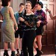 Charlotte York aposta em blusas estruturadas e revisita os clássicos como este top vintage de babados em organza Givenchy da coleção Outono/Inverno 1996