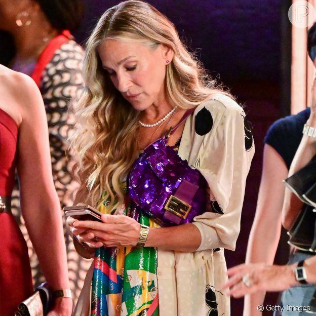 Sarah Jessica Parker usa bolsa Fendi no figurino