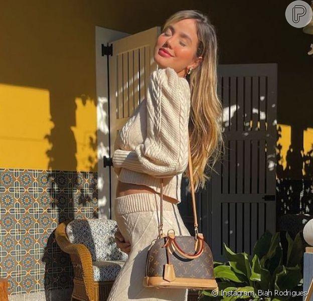 Biah Rodrigues mostra barriga de 22 semanas de gestação