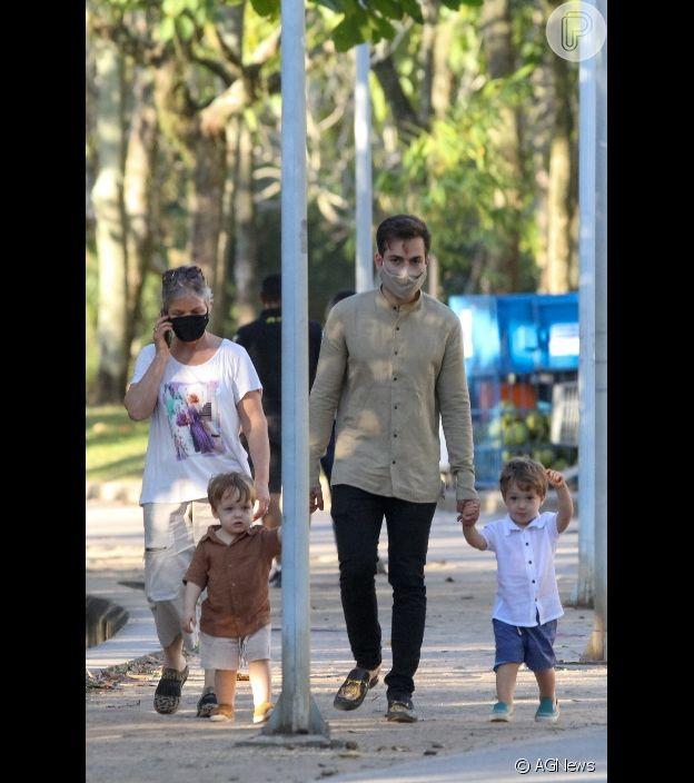 Thales Bretas levou os filhos gêmeos com Paulo Gustavo, Gael e Romeu, para passeio na Lagoa Rodrigo de Freitas em 26 de julho de 2021