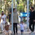 Thales Bretas fez passeio ao ar livre com os filhos, Gael e Romeu, de quase 2 anos, frutos do casamento com Paulo Gustavo